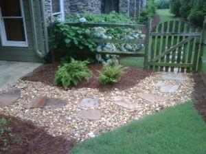 Wood mulch or pinestraw